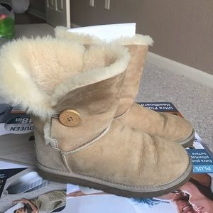 Uggs Boots. Bailey Button. 7 US.